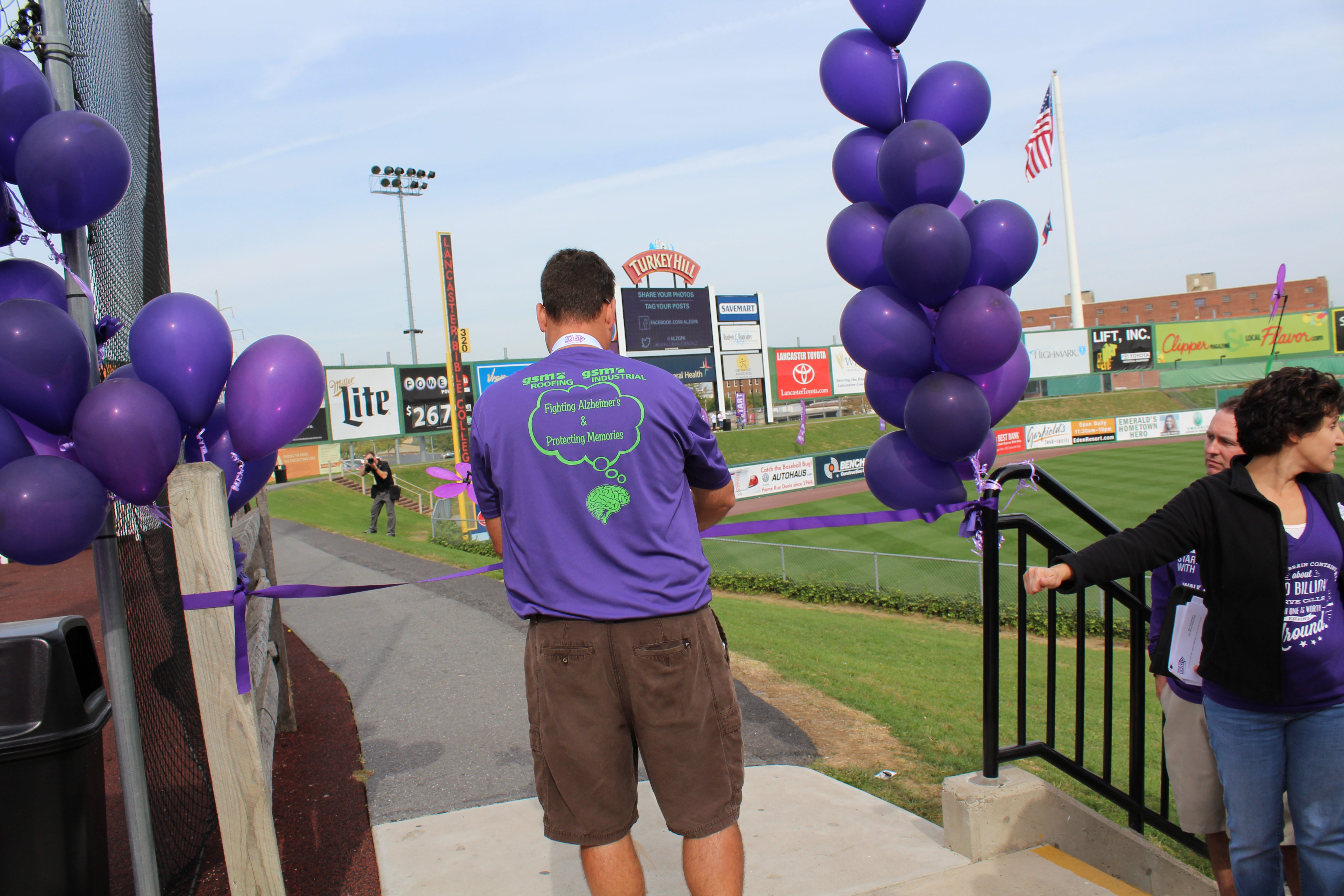 Gsm Roofing Memory Marchers Walk To End Alzheimer S